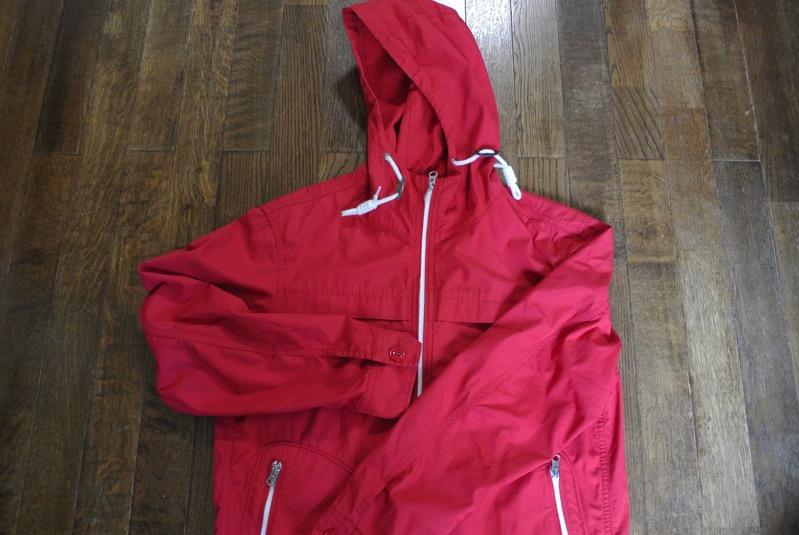ユニクロ マリンパーカー(赤)(サイズはM)