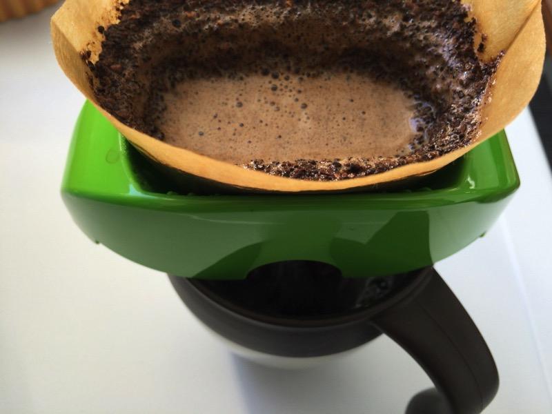 カリタのカフェ・ウーノでコーヒーをいれてます。
