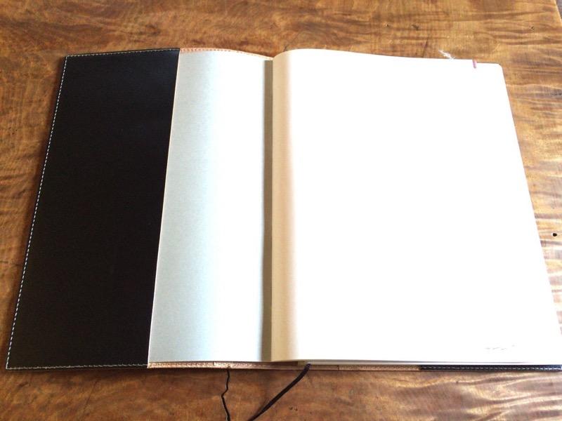 本革のA4サイズ手帳カバー