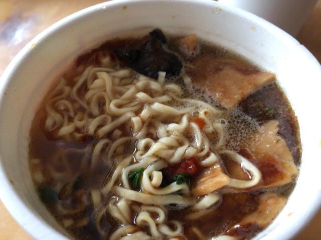 Cup noodle rich awabi 002